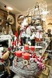 内部家庭文章购物与圣诞节decoratoins 免版税图库摄影