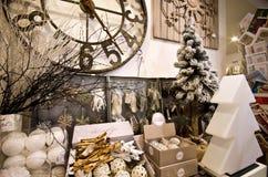 内部家庭文章购物与圣诞节decoratoins 免版税库存图片