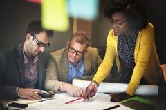 内部建筑队会议激发灵感概念 免版税图库摄影