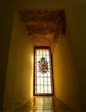 内部彩色玻璃在普伊格圣玛丽皇家修道院里  免版税库存照片