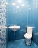 内部新的空间洗手间 免版税库存图片