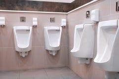 内部现代休息室行尿壶 免版税图库摄影