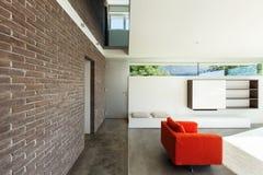 内部现代房子,客厅 免版税库存图片