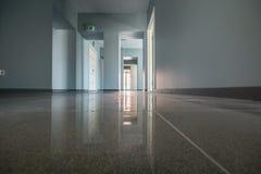 内部的办公室,新的大厦 免版税库存照片
