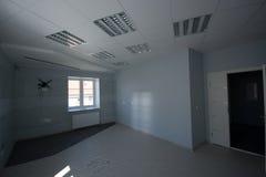 内部的办公室,现代建筑 免版税库存图片
