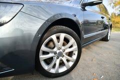 内部的汽车,新的汽车仪表板汽车齿轮搬移者 库存照片