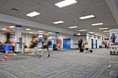 内部看看纽瓦克国际机场 免版税库存图片