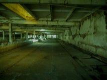 内部空,被放弃的修造的蛇神场面 免版税图库摄影