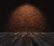 内部空间,有硬木地板的砖墙 免版税库存图片