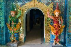 内部细节在最大的斜倚的菩萨图象在世界上,胜利Sein Taw Ya 180里面的在Kyauktalon Ta长度米, 库存图片