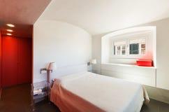 内部美丽的公寓,现代家具 免版税库存图片