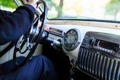 内部部分,一辆老苏联经典汽车Pobeda的仪表板 免版税图库摄影