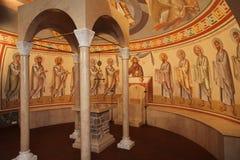 内部,法坛,象,壁画,洗礼盘,在老俄国传统东正教里 皇族释放例证图片