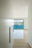 内部,现代大厦,走廊 免版税库存照片