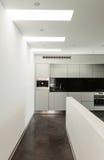 内部,美丽的现代apartmen 免版税库存图片