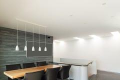 内部,美丽的现代apartmen 免版税库存照片