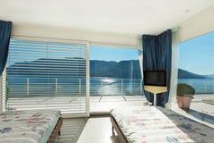 内部,舒适的卧室 库存图片