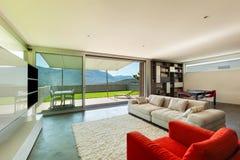 内部,舒适的客厅 免版税库存图片