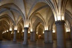 内部Conciergerie的被点燃的曲拱在巴黎,法国 免版税图库摄影