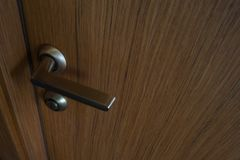 内门,门把手门把手表面饰板 免版税库存照片