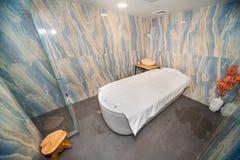内阁与氢结合放松在一家五星旅馆的温泉中心在Kranevo,保加利亚 库存照片