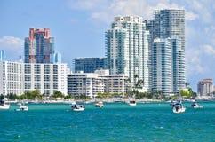 内陆水路的豪华迈阿密海滩公寓房 库存图片