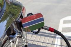 冈比亚的旗子汽车` s燃料补白挡水板的 库存照片