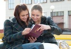 册页女孩照片注意 免版税库存照片