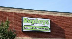 再放CD的` s和Gameware 库存图片