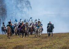 再enactors在Berezina河,白俄罗斯的1812争斗的重建的鲽鱼战场 免版税库存图片