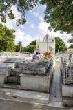 冒号公墓在2015年11月29日的Vedado在哈瓦那,古巴 图库摄影