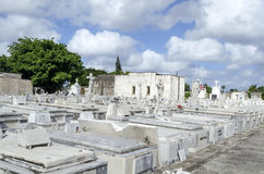 冒号公墓在2015年11月29日的Vedado在哈瓦那,古巴 免版税库存照片