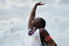 冒汗在行使以后的运动的非洲妇女Â在雨下 免版税库存照片