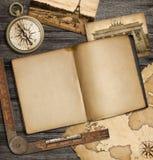 冒险与葡萄酒习字簿和指南针的船舶背景 库存照片