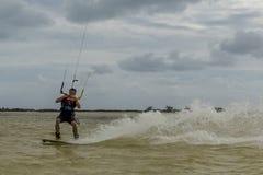 冒险体育风筝海浪自由式 免版税库存图片