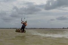 冒险体育风筝海浪自由式 免版税图库摄影