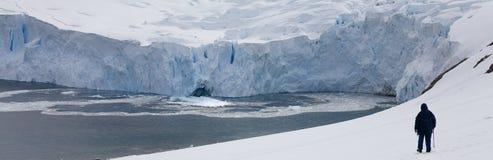 冒险南极洲格雷姆海岛游人 免版税库存照片