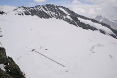 冒险和消遣体育在瑞士 稀有人物眼睛或鸟瞰图从欧洲jungfraujoch的上面 免版税库存照片