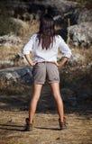 冒险家穿戴的女孩年轻人 免版税库存照片