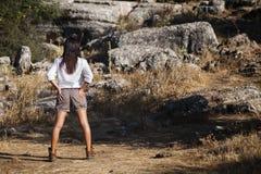 冒险家穿戴的女孩年轻人 库存照片