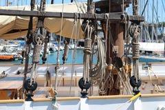 冒险帆船的右舷绳索细节 免版税库存照片