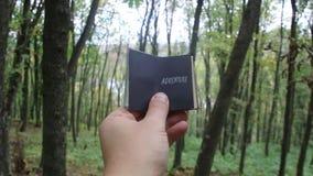 冒险想法,与文本,森林的书在背景中 影视素材