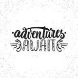 冒险等候-在白色难看的东西背景的手拉的字法词组 乐趣刷子墨水题字为 免版税库存图片