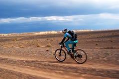 冒险自行车竞争山 库存照片