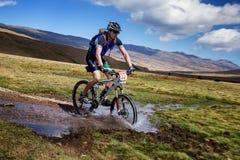 冒险自行车竞争山 免版税图库摄影