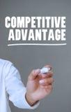 写与标志的手竞争优势 免版税库存照片
