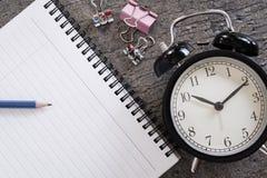 写与笔和书的日志书 库存照片