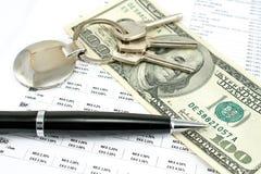 写作和与信用率的一百元钞票 免版税库存照片