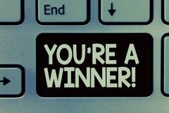 写您关于的手写文本是优胜者 赢取作为第1个地方或冠军的概念意思在竞争中 库存图片