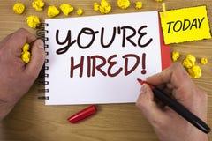 写您的手写文本是被聘用的诱导电话 意味新的雇员被吸收的工作者的概念选择 库存照片